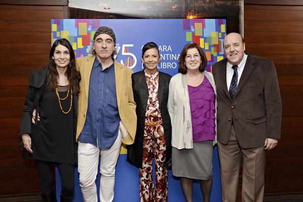 Fiesta 75 Aniversario. Rep y a su derecha, Diana Segovia, gerente de la Cámara